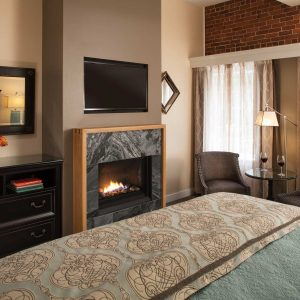 Streetside King Guest Rooms